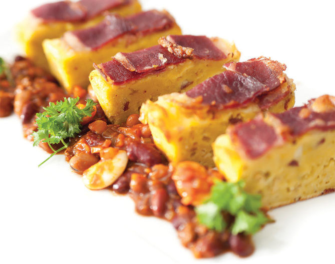 Ultimate Cornbread with Chili Con Carne