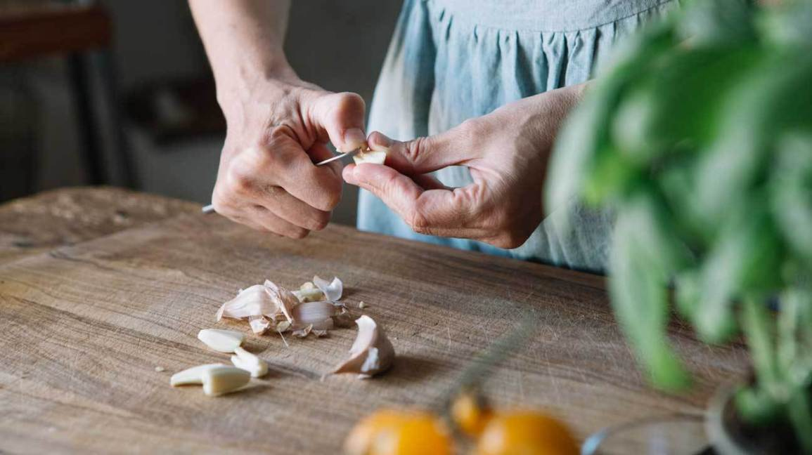 garlic being peeled chopped minced diced
